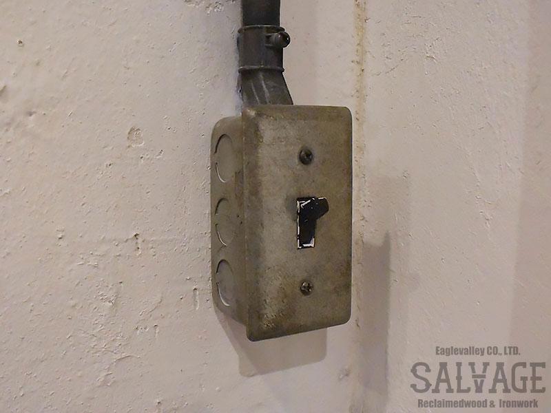 スタジオ施工例 5-15 露出配線 スイッチボックス