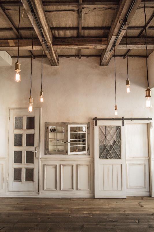 スタジオ施工例 4-01 オーダードア 内装施工 古材 化粧梁