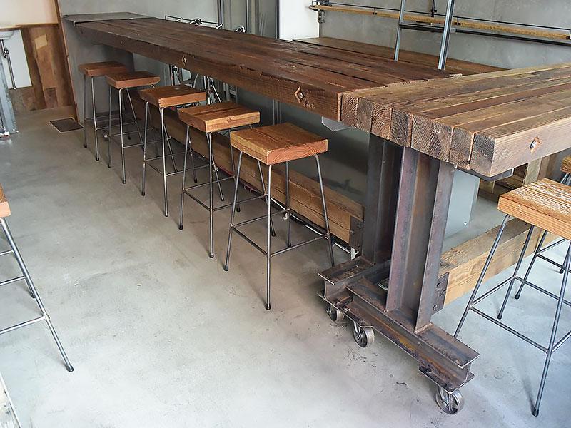 店舗施工例 3-08 古材カウンターテーブルとスツール