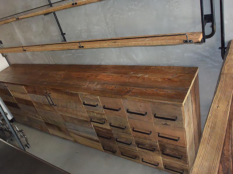店舗施工例 3-11 古材使用キャビネット 店舗什器