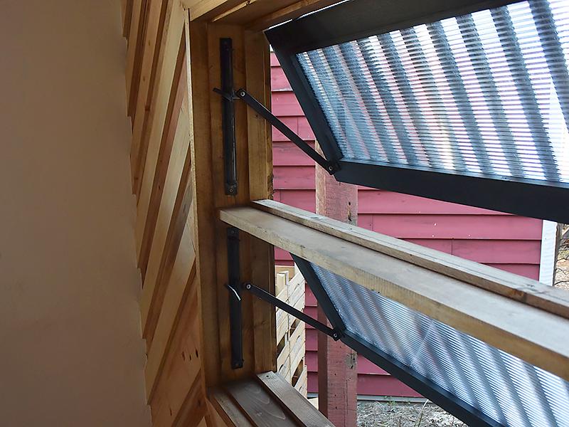 トレーラーハウス施工例 1-05 アイアン窓 アイアンウィンドウストッパー