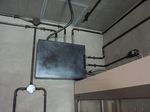 店舗施工例 3-21 露出配線 オリジナル製作 配電盤カバー