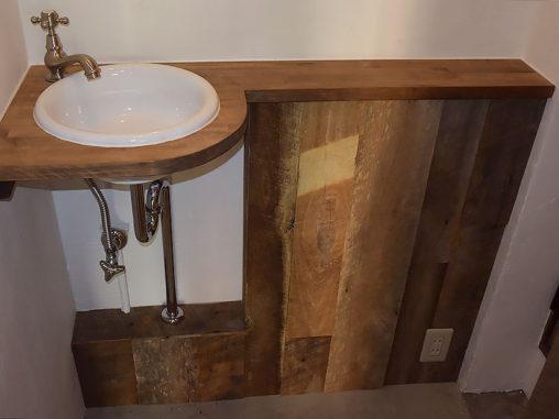 店舗施工例 3-26 古材使用の手洗い
