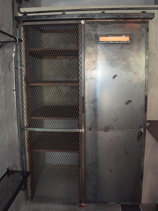 店舗施工例 3-14 木と鉄のコンビネーション収納