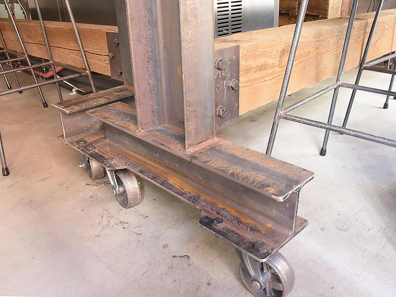 店舗施工例 3-23 カウンター脚部 鋳鉄キャスター