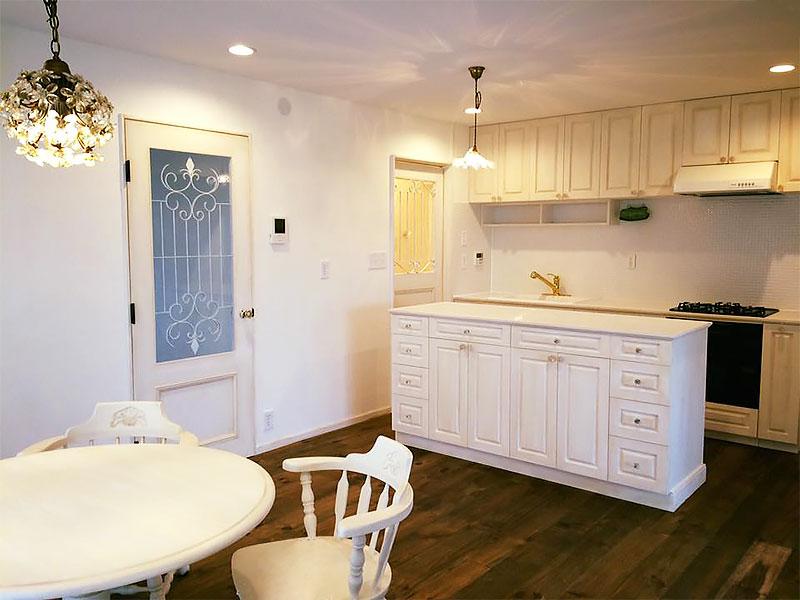 住宅施工例 5-01 オーダーキッチン 背面カウンター